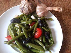 Bohnensalat mit black garlic